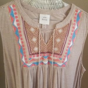 NWOT knox & Rose Embroided blouse
